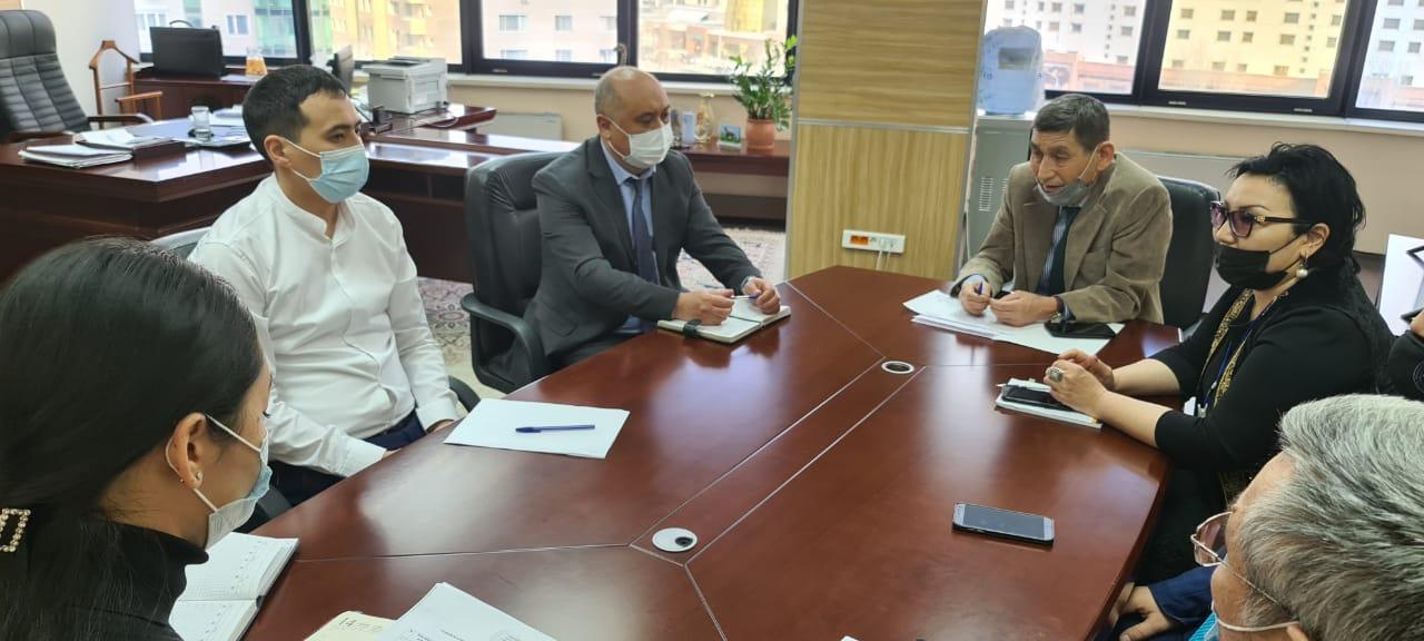 Представители проектного офиса «Адалдық алаңы» в «Қазақ әуендері»